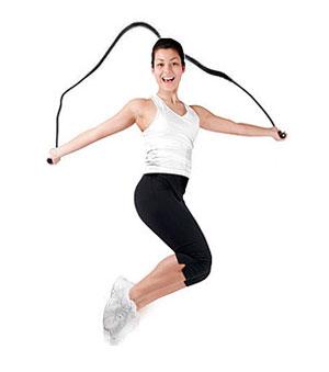 Прыжки через скакалку снижают вес эффективнее, чем езда на велосипеде